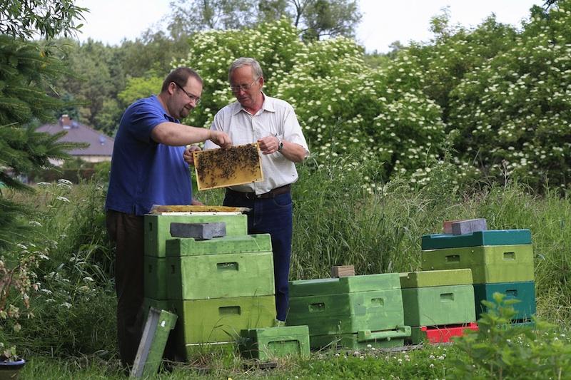Imker und Landwirt im Gespräch, BauernZeitung und Bienenjournal